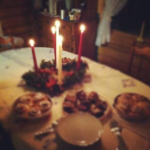 Advent wreathe and snacks