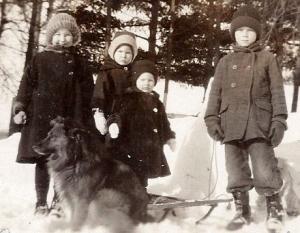 Four Aanas kids & Ted